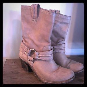 Frye Carmen Boot Short in Grey