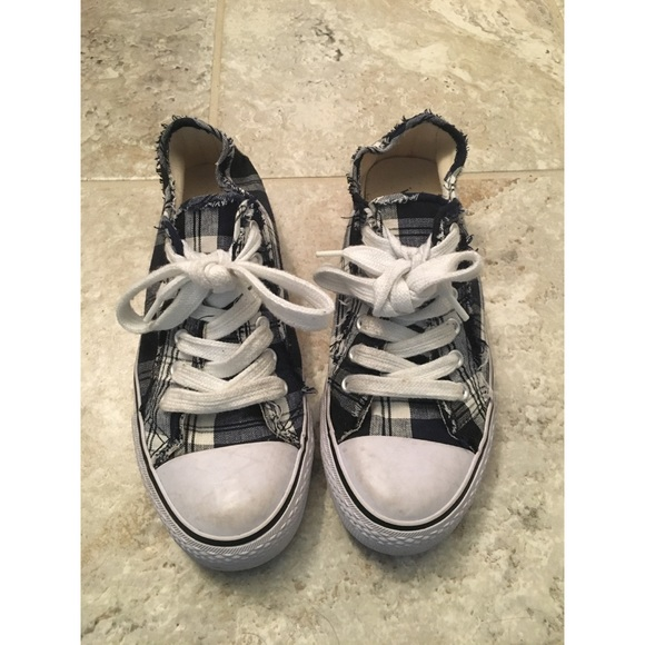53c984af0b Wet Seal Sneakers. M 59e6429a56b2d688dc04b1b9