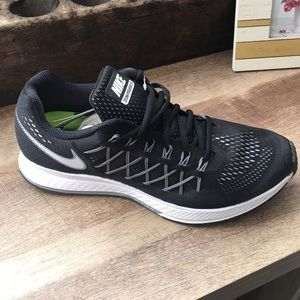 Nike Shoes - Nike Zoom Pegasus 32 right shoe only Amputee