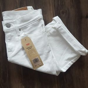 NWT WHITE LEVI'S BERMUDA SHORT -MULTIPLE SIZES