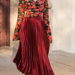 Pleated red satin skirt, Midi Length, size 2