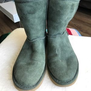 Classic short green uggs