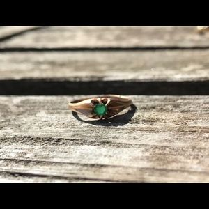 Jewelry - Rose gold green stone ring