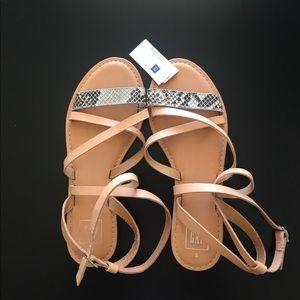 Gap Sandal cross- strap size 8