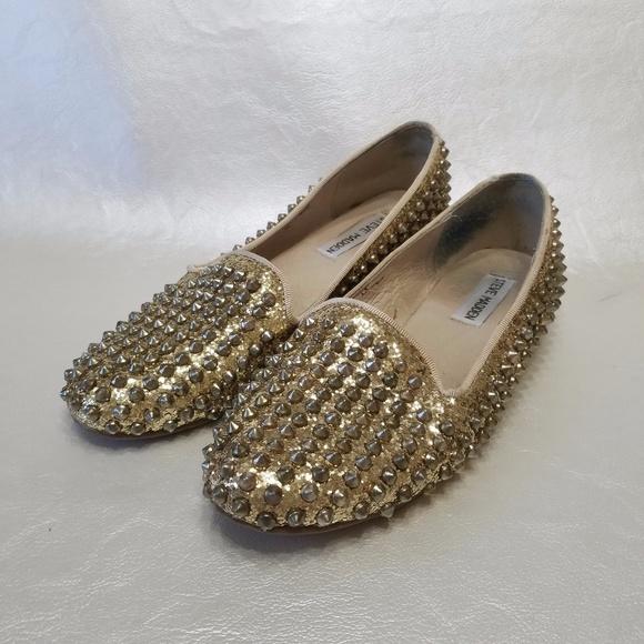 d1a013fa5f5 Steve Madden Studlyy Gold Glitter Spike Loafers. M 59e647b1a88e7d77f304d658