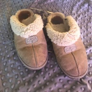 💛UGG Slippers 💛Size 8