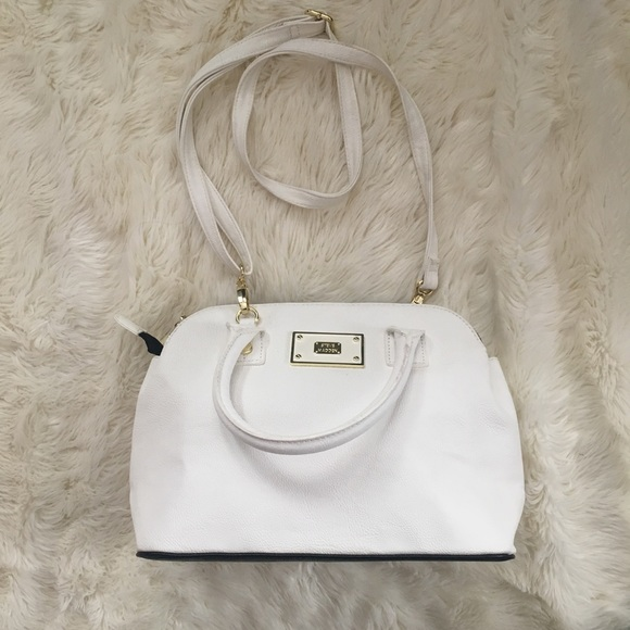 82c5fab7d70 Steve Madden White 3 Zipper Pocket Purse. M 59e64a742de512debe04d044