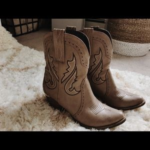 Cowgirl booties!!!