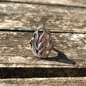 Jewelry - Beautiful silver ring