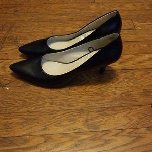 nine west black kitten heel