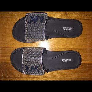 MK Metallic Silver/Black Slides