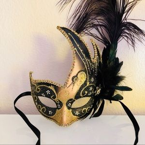 🎃Brand New👻🎃 Venetian mask black feathers