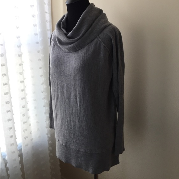72bc5eb403c Tahari Fine Merino Wool Gray Cowl Neck Turtleneck.  M 59e6504eeaf030add50509fa