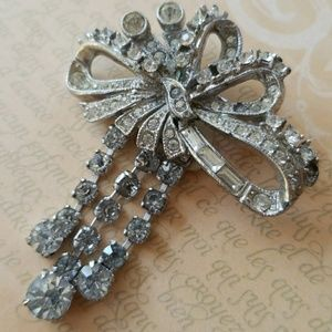 Vintage rhinestone bow brooch with original tag