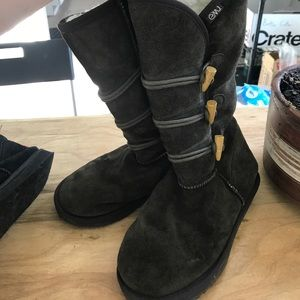 EMU buttoned boots