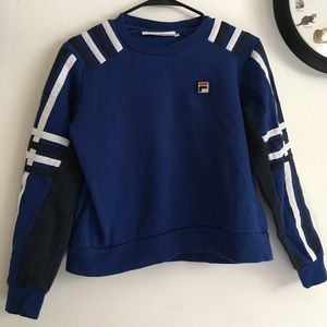 Vintage Looking FILA Sweater🌒