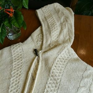 HOODED SEATER PONCHO