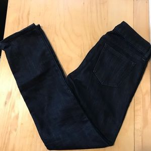 Gap straight fit dark wash size 0/25 jeans.