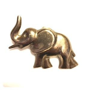 Jewelry - Silver elephant 🐘 brooch