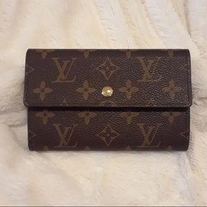 Lousi vuitton wallet