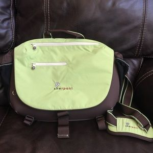 Sherpani messenger/diaper bag