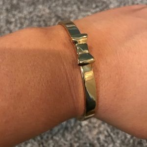 Kate spade gold bracelet with bow tie - like new