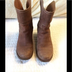 Pull on leather boots