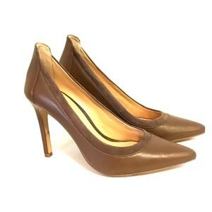Banana Republic Brown pointed toe heels size 7