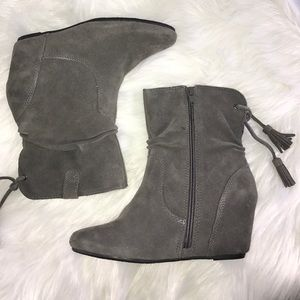 White Mountain Zip Up Booties size 6