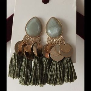 🆕 LISTING Tassel earrings