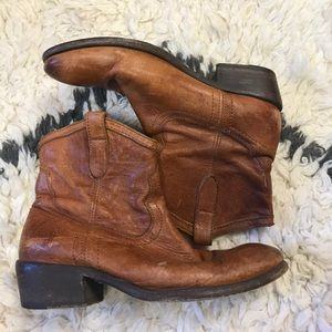 Frye Billy Short Pull-on Boots in Cognac