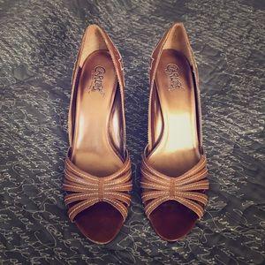Carlos Santana tan leather heels w/cream stitching