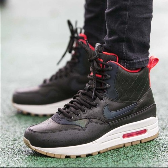 NWT Nike Air Max1 Mid Sneakerboot Reflective WMNS NWT