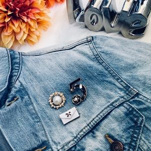 Jewelry - 3pc set brooches for $15