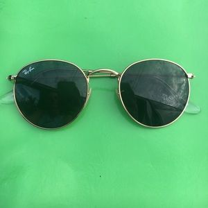 Round Metal Gold Ray-Ban Sunnies