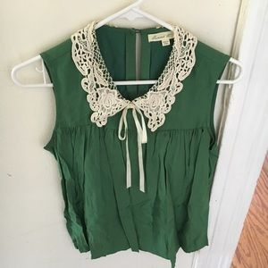 Green tank blouse with lace collar