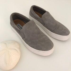 """🔥 Steve Madden """"Gills"""" Slip On Sneakers 🔥"""