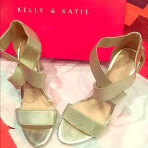 Kelly & Katie Gold Heels Size 6