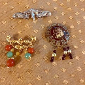 Jewelry - Gorgeous Vintage Costume Brooches