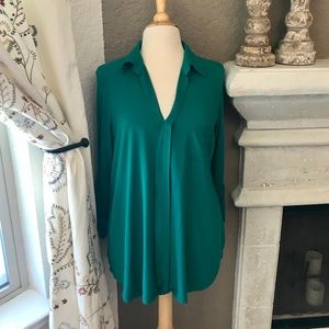 Pleione Kelly green blouse