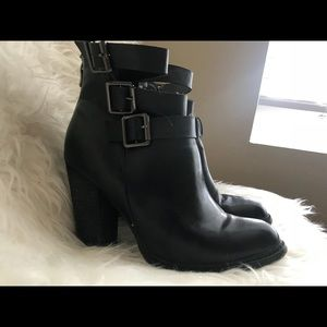 Stylish boots with buckles