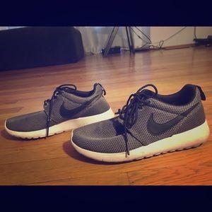 Youth Nike Roshe Runs