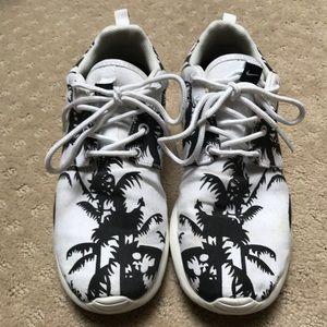Nike Rosche Run Black Palm Trees