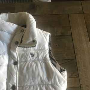 Abercrombie & Fitch Size M White/Khaki Puffer Vest
