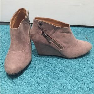 Tan suede Chinese Laundry wedge booties. Size 9.