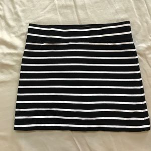 Forever 21 black and white stripped skorts