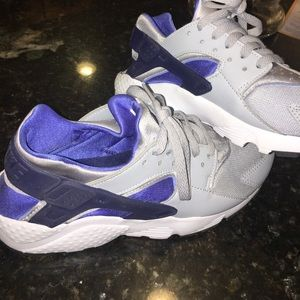 boys 6.5 grey and blue Nike huaraches