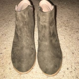 Old Navy olive green booties