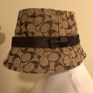 COACH BUCKET HAT!!