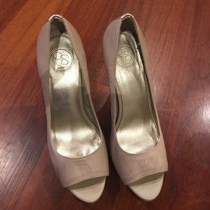 Jessica Simpson peep toe heel with gold accents